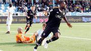 Il secondo gol di Jallow: è 0-2 per il Cesena (foto LaPresse)
