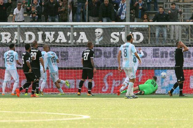 La Mantia realizza il gol dell'1-2 per la Virtus Entella (foto LaPresse)