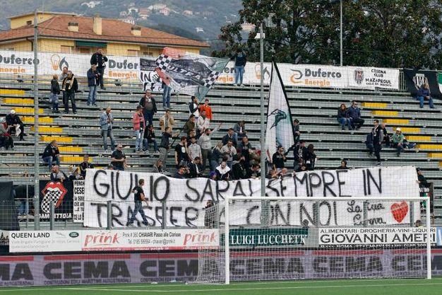 I tifosi del Cesena allo stadio Comunale di Chiavari (foto LaPresse)