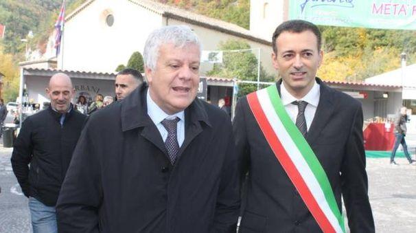 Il ministro Galletti con il sindaco di Acqualagna Pierotti