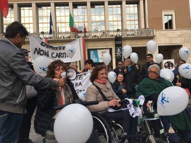 In piazza la soprano Silvia Catani ha intonato alcuni brani Gospel (foto Pierucci)