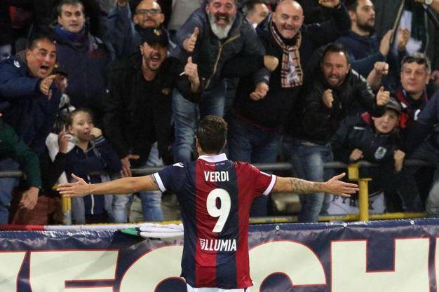 L'esultanza con i tifosi (foto Ansa)