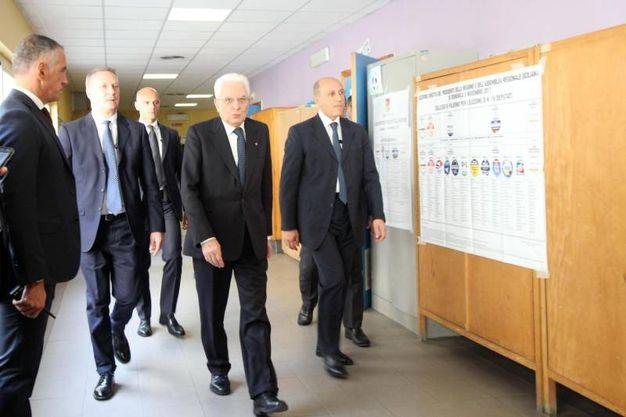Il presidente Mattarella vota a Palermo (Ansa)