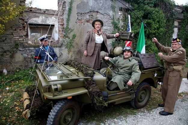 Uomini e mezzi come ai tempi della guerra, con l'augurio che di guerre non ce ne siano più (foto Ravaglia)