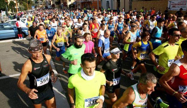 2.500 partecipanti si sono riversati lungo le strade della città (foto Ravaglia)