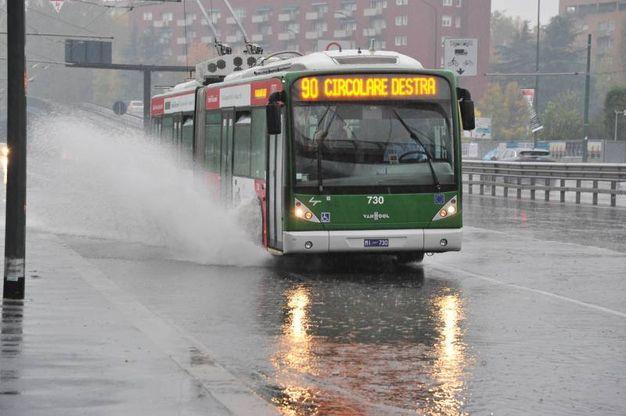 Strade allagate a Milano (Newpress)