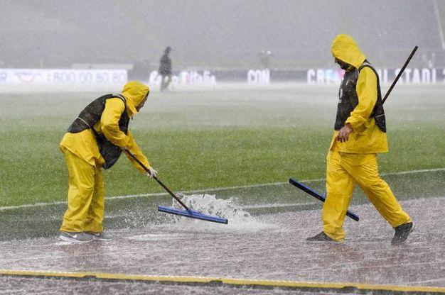 Violento temporale all'Olimpico, rinviato il match Lazio-Udinese (Ansa)