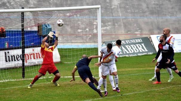 L'inzuccata vincente di capitan 'Ciccio' Graziani, che insacca il sesto gol in campionato