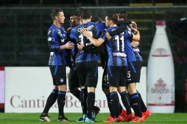 L'esultanza dell'Atalanta per il gol del vantaggio (Ansa)