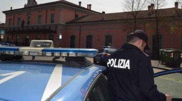 Controlli delle forze dell'ordine in zona stazione a Lodi