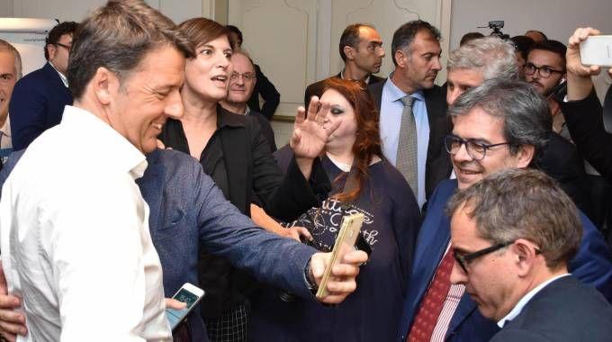 Matteo Renzi a Catania a sostegno di Micari (Ansa)