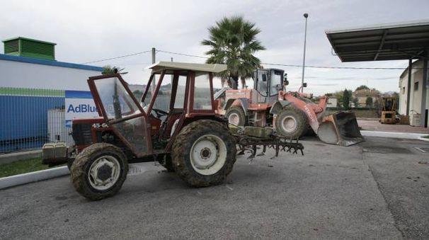 Monte Urano, assalto al distributore con i trattori (Foto Zeppilli)