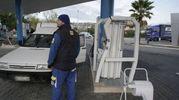 Il distributore la mattina dopo (foto Zeppilli)