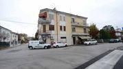 La palazzina di via Pascoli dove è avvenuto l'omicidio (foto Donzelli)
