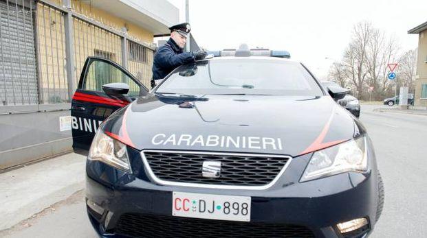 L'uomo è stato bloccato dai carabinieri