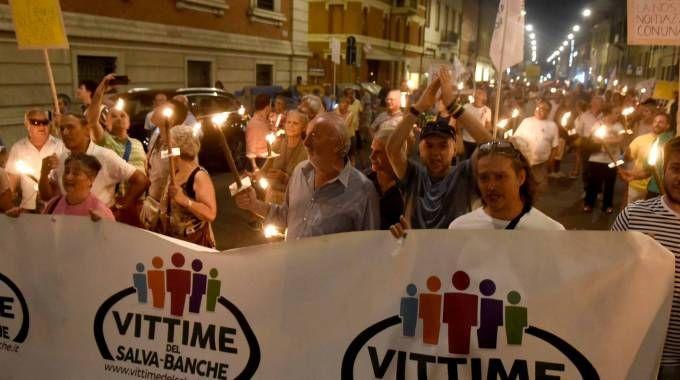 Una manifestazione degli azzerati Carife (foto archivio Businesspress)