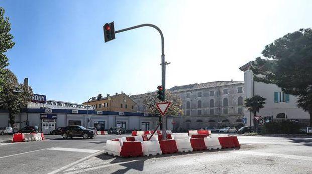 Nella rotonda verrà tolto anche il semaforo