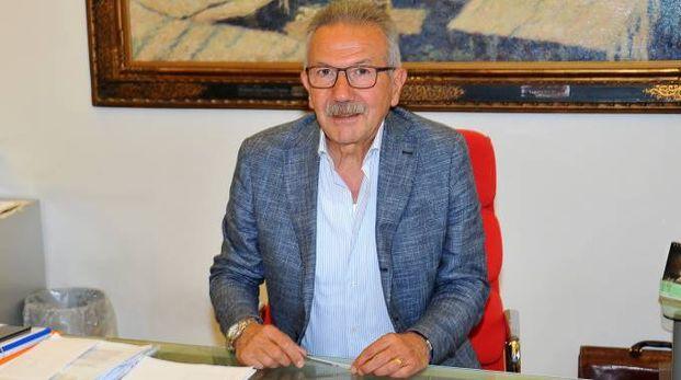 DECISIONE CHE FA DISCUTERE Gianbattista Fratus, sindaco  di Legnano