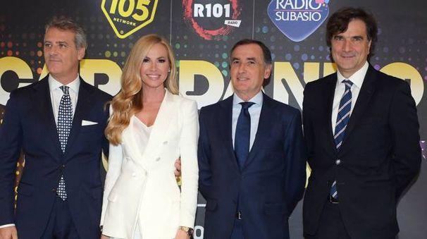 Da sinistra Paolo Salvaderi (AD Radio Mediaset), Federica Panicucci, Claudio Sabatini (Unipol Arena), Giancarlo Scheri, (direttore Canale 5). Foto LaPresse