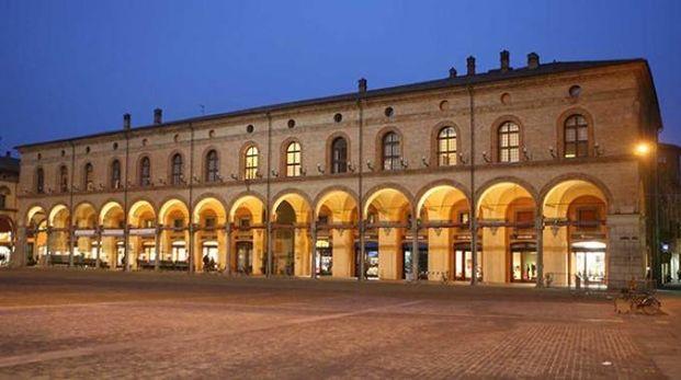 L'affascinante Palazzo Sersanti visto dall'esterno