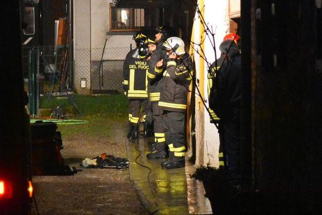 Sul posto sono intervenuti il 118, i carabinieri e i vigili del fuoco (Foto Artioli)