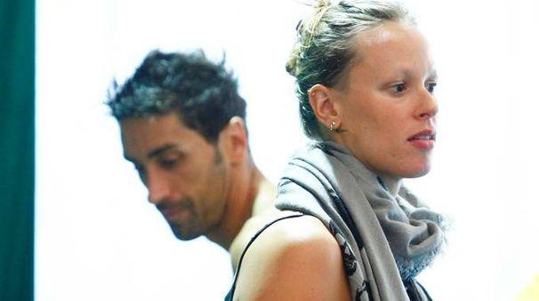 Filippo Magnini e Federica Pellegrini a bordo vasca, quando la loro relazione stava già vacillando