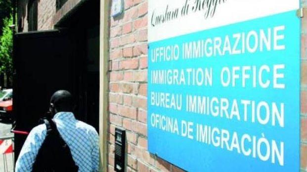 Reggio Emilia, rinnova permesso con passaporto falso - Cronaca ...