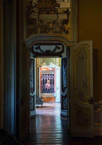 Prospettive nei corridoi della Villa Reale