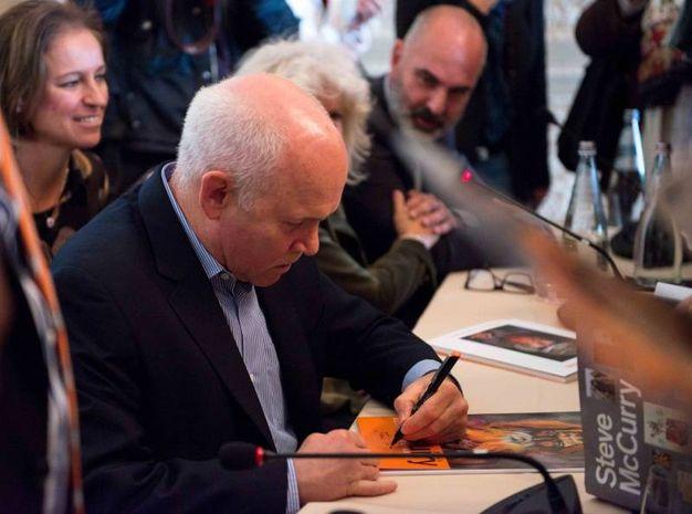 Il fotografo Steve McCurry alla presentazione della mostra