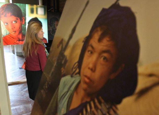 """""""Oltre lo Sguardo"""" è la mostra fotografica di Steve McCurry nelle splendide sale al secondo piano della Villa Reale di Monza. Sono 150 le opere in mostra fino al 6 aprile"""