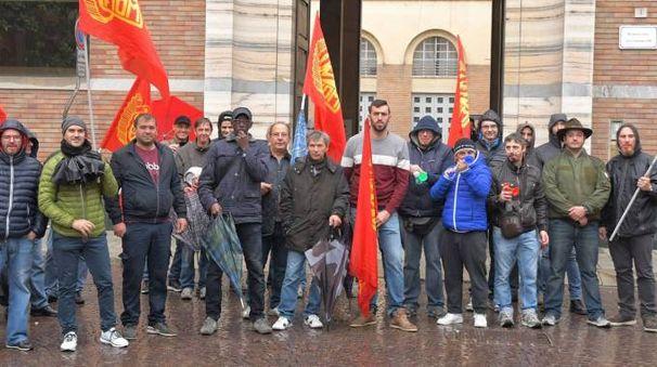 Una manifestazione dei lavoratori della Piana