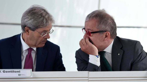 Paolo Gentiloni e Roberto Maroni (Newpress)