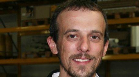 PRESIDENTE Diego Pagani, apicoltore, è alla guida di ConapiPASSIONE   Qui sopra,  la gamma completa di prodotti Mielizia, marchio di proprietà di Conapi A sinistra,  un'arnia  per la produzione del miele