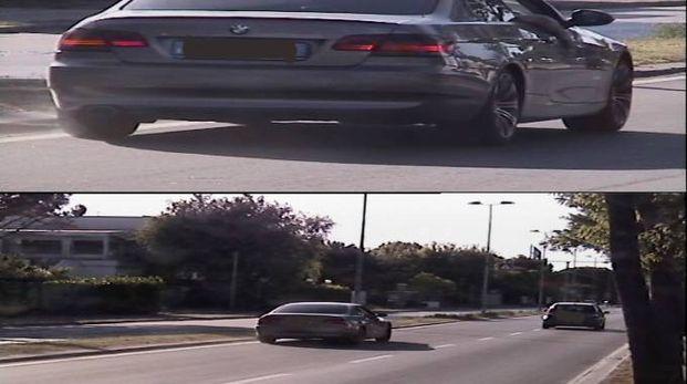 L'auto mentre sfreccia a 127 chilometri all'ora