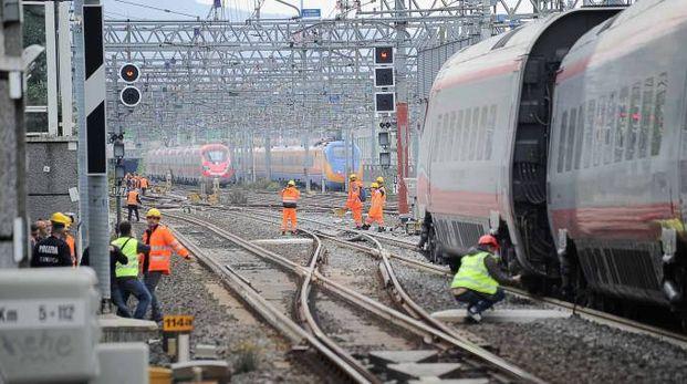 Treno diretto a Bergamo svia dai binari a Firenze (La Presse)