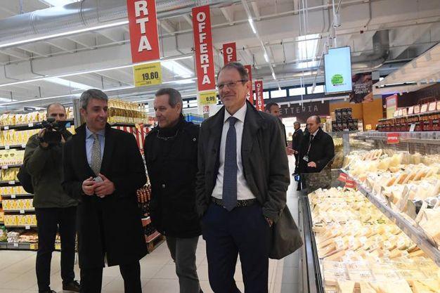 Montalvo mostra il punto vendita a Mazzanti e Barigazzi (fotoSchicchi)