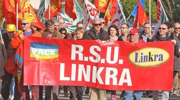 Una manifestazione dei lavoratori della Linkra