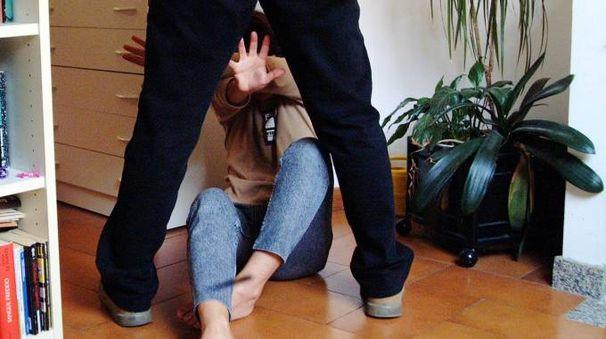 La ragazza è stata soccorsa dai carabinieri e dall'assistente sociale del Comune