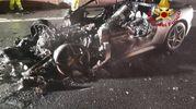 Incidente sull'autostrada A8, Ferrari si schianta e prende fuoco