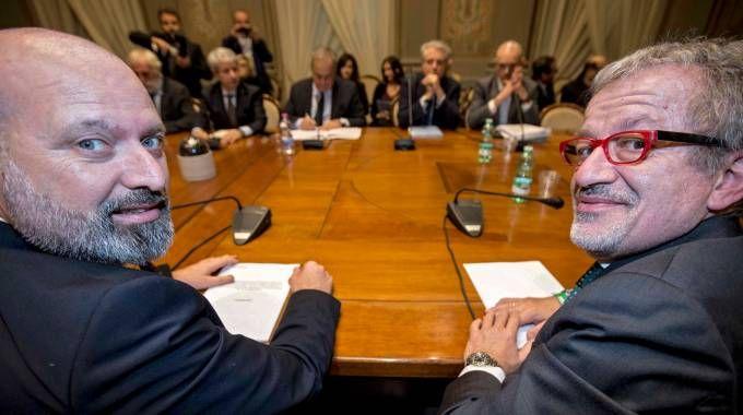 NEGOZIATI Il governatore emiliano Stefano Bonaccini e il presidente Roberto Maroni ieri a Roma