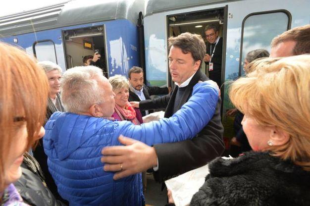 Il treno del Partito Democratico, con a bordo il segretario nazionale Matteo Renzi, arriva a Forlì (foto Frasca)