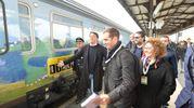 Una folla abbastanza numerosa accoglie Renzi alla stazione di Forlì (foto Frasca)