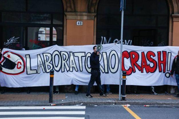 L'occupazione dell'ex stazione Veneta di via Zanolini da parte di Crash (foto Schicchi)