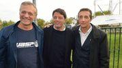 Il titolare della Wasp Massimo Moretti, Matteo Renzi e il sindaco Daniele Bassi (Scardovi)