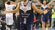 Stefano Mancinelli esulta dopo il tiro della vittoria (foto IsolaPress)