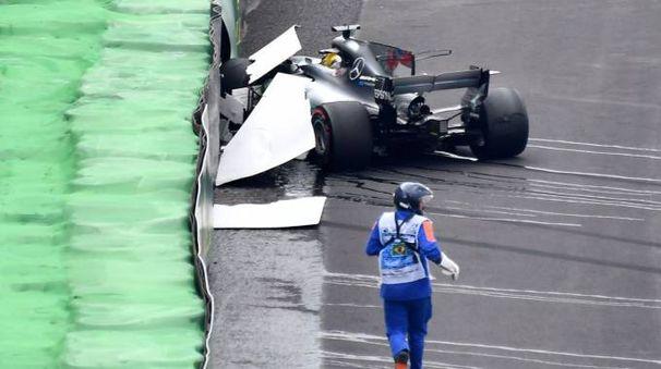 F1 Gp Brasile, Hamilton fuori pista nelle qualifiche (Afp)