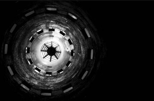 10° classificato Teatro Carlo Felice - Genova (GE) Occhio, di IlNat Motivazione: L'immagine come metafora dello sguardo del fotografo, posto verso la realtà dell'architettura