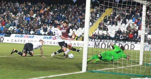 Il secondo gol della Salernitana (foto Ravaglia)