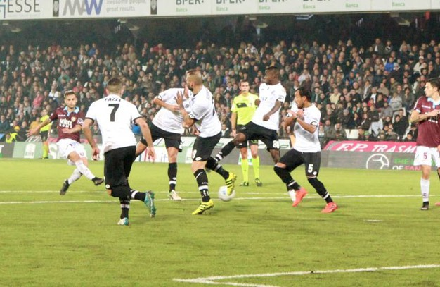 Il terzo gol della Salernitana (foto Ravaglia)