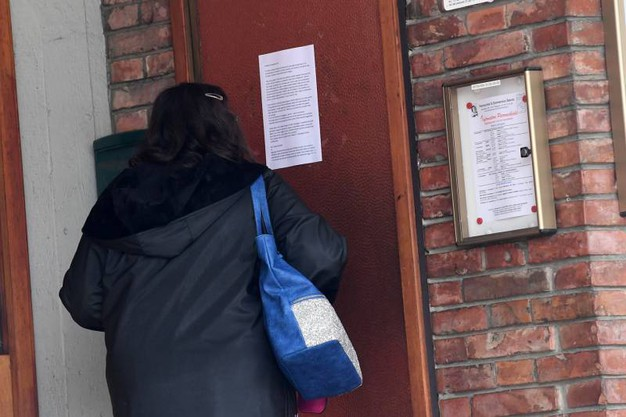 L'ingresso della parrocchia (foto Schicchi)